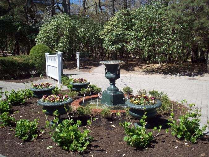 Heritage Museum & Gardens Fountain / Copyright 2015 by Sara Letourneau